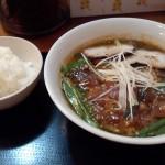 みそすた麺とライス 写真だと分かりにくいですが、黒っぽいスープです。