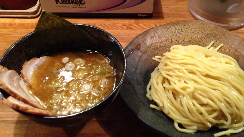つけ麺中盛(760円)+小チャーシュー(180円)。