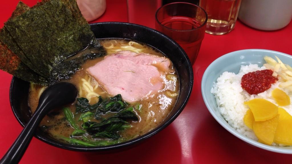 醤油ラーメン麺堅め+ライス(白メシ)