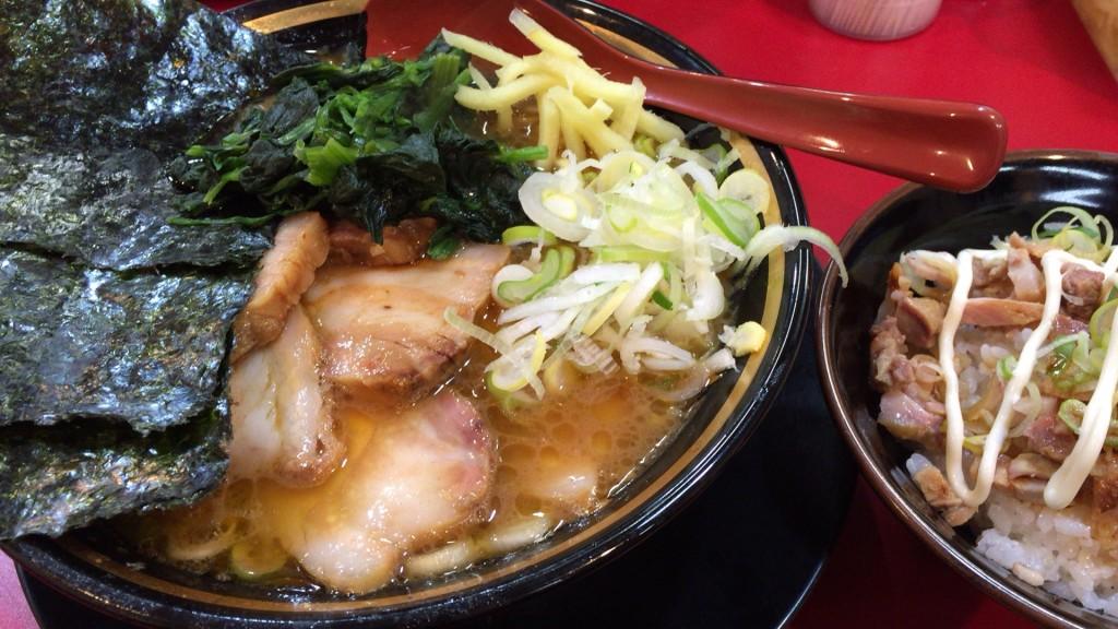 焼豚バラチャーシュー麺+半まかない飯、堂々のルックス